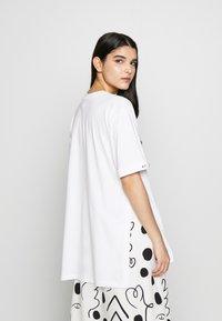 Mother of Pearl - MINTIE - T-shirt z nadrukiem - white - 2