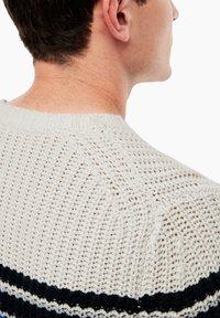s.Oliver - MIT STREIFEN-DETAILS - Pullover - offwhite melange - 5