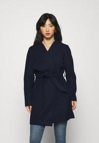 VILA PETITE - VICOOLEY COLLAR BELT COAT - Classic coat - navy blazer - 0
