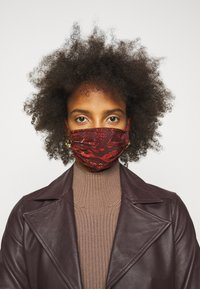 By Malene Birger - FACE MASK - Community mask - rustic brown - 0