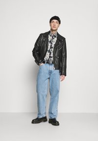 Weekday - GALAXY TROUSERS - Relaxed fit -farkut - hanson blue - 1