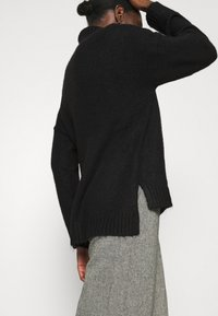 Zign - Long line seam detail - Jumper - black - 3