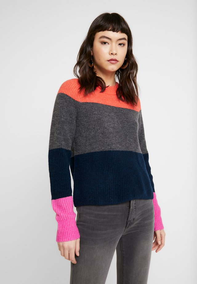 AIRE CREW COLOR BLOCKING - Strikpullover /Striktrøjer - pink