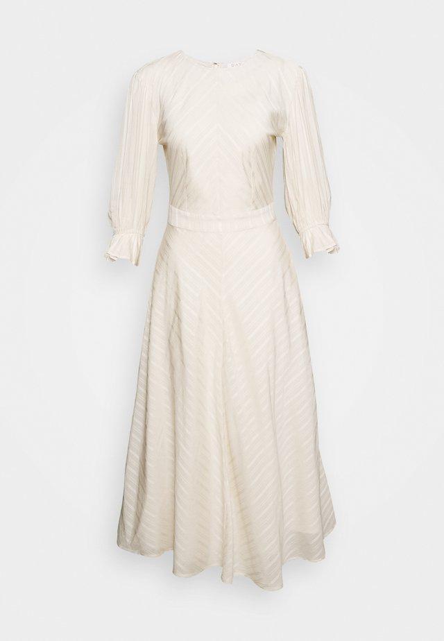WITTY - Denní šaty - ivory