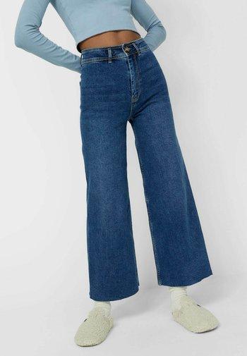 NAHTLOSE CROPPED - Flared Jeans - blue denim