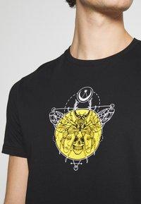 YOURTURN - UNISEX - Print T-shirt - black - 4