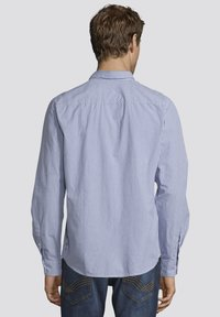 TOM TAILOR - MIT BRUSTTASCHE - Shirt - light blue fil a fil vichy - 2