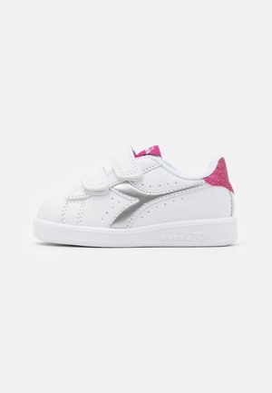 GAME GIRL - Scarpe da fitness - white/azalea