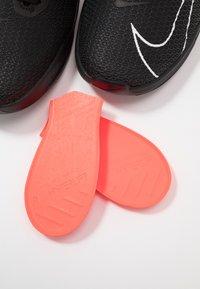 Nike Performance - METCON 5 - Zapatillas de entrenamiento - black/white - 5