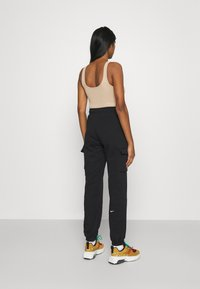 Nike Sportswear - CARGO LOOSE - Pantalones deportivos - black - 2