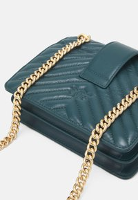 Pinko - LOVE MINI ICON QUILT TRAPUNTATA CHEVRONNE - Across body bag - dark green - 4