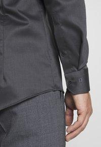 OLYMP - OLYMP NO.6 SUPER SLIM FIT  - Zakelijk overhemd - schwarz - 5