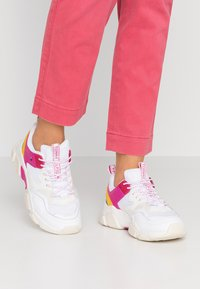 Tommy Hilfiger - POP COLOR CHUNKY  - Trainers - white - 0