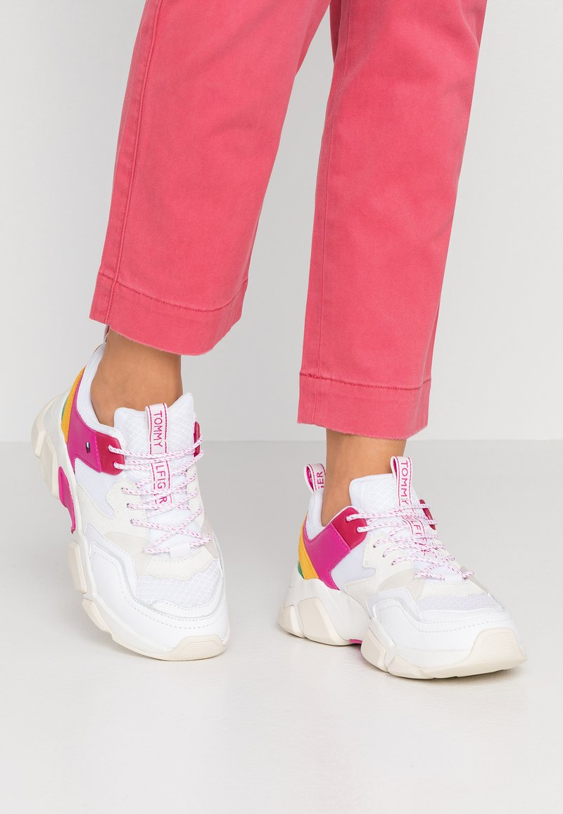 Tommy Hilfiger - POP COLOR CHUNKY  - Trainers - white