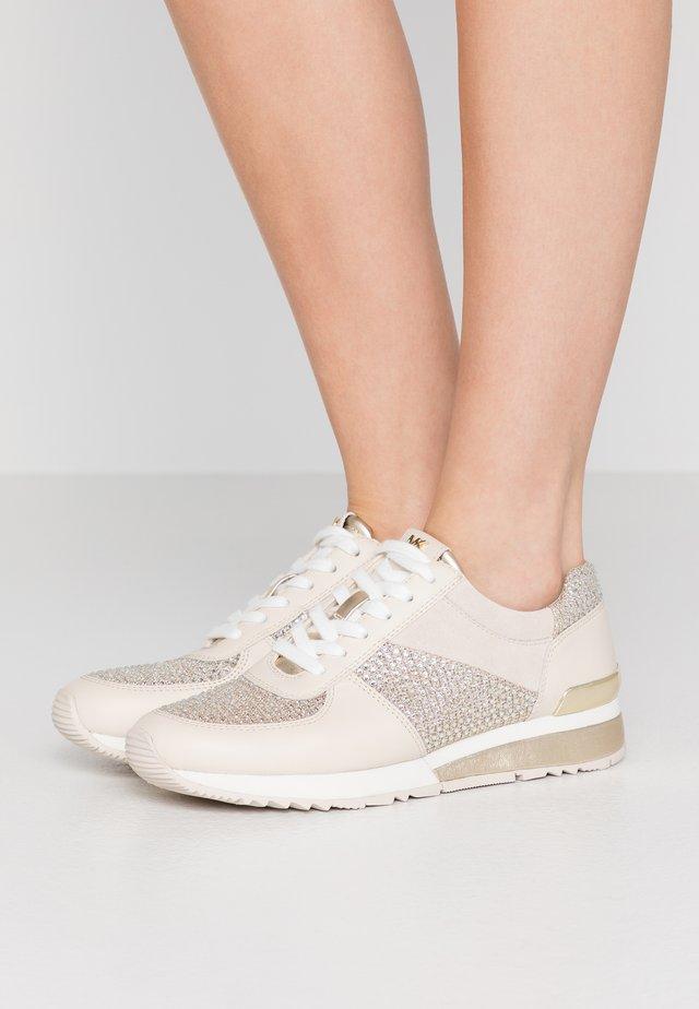 Sneakersy niskie - pale gold