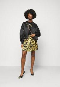 Versace Jeans Couture - LADY - Triko spotiskem - black/gold - 1