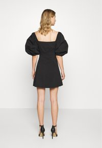 Missguided - PUFF SLEEVE BUTTON THROUGH MINI DRESS - Skjortekjole - black - 2