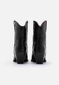 Bronx - LOW KOLE - Cowboy/biker ankle boot - black - 3