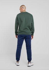 Nike Sportswear - CLUB - Felpa - galactic jade - 2