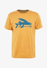 Patagonia - FLYING FISH - T-shirt med print - glyph gold - 3
