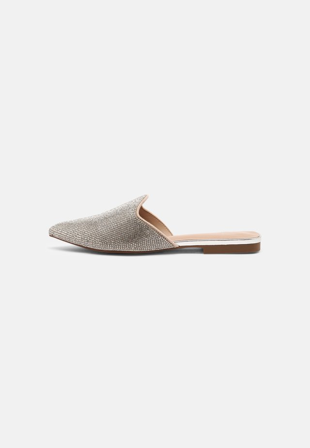 GLORIAA - Pantofle - bone