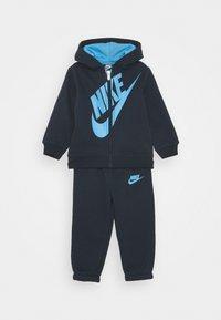 Nike Sportswear - SUEDED FUTURA JOGGER SET - Tracksuit - obsidian - 0