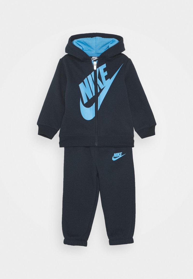 Nike Sportswear - SUEDED FUTURA JOGGER SET - Tracksuit - obsidian