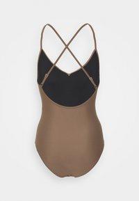 Filippa K - SHINY CROSSBACK SWIMSUIT - Plavky - nougat brown - 1