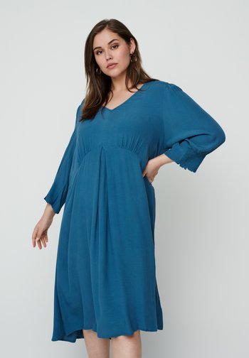 WITH 3/4 LENGTH SLEEVES