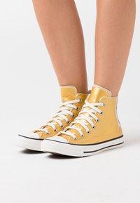 Converse - CHUCK TAYLOR ALL STAR - Baskets montantes - gold/egret/black - 0