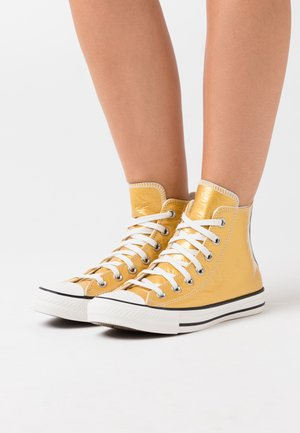 CHUCK TAYLOR ALL STAR - Höga sneakers - gold/egret/black