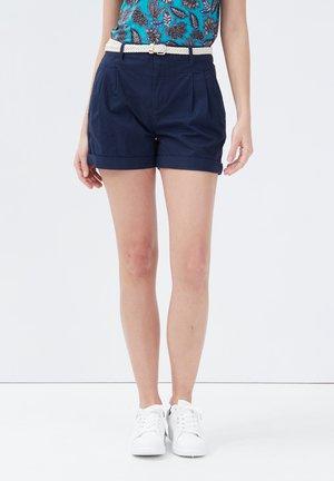 MIT GÜRTEL - Shorts - bleu marine