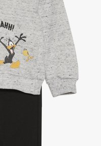 OVS - BABY LOONEY TUNES ZIP SET - Huvtröja med dragkedja - gray dawn - 4