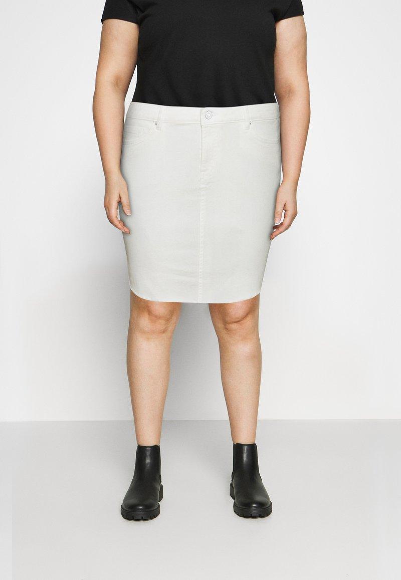 Vero Moda Curve - VMFAITH SHORT SKIRT MIX - Mini skirt - cloud dancer