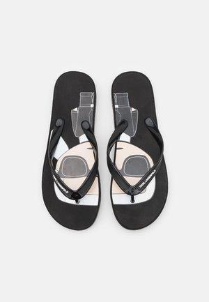 KOSTA IKONIC THONG - Sandály s odděleným palcem - black