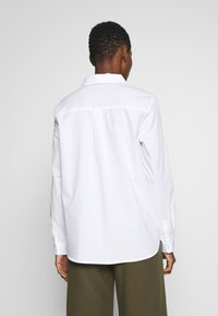Cortefiel - POLO NECK BLOUSE WITH EMBROIDERY DETAIL - Camisa - white - 2