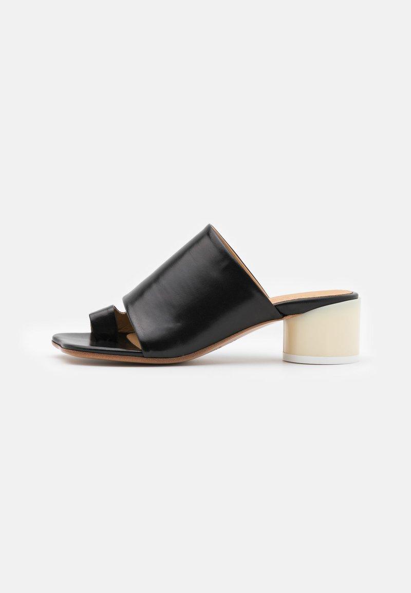 MM6 Maison Margiela - Sandály s odděleným palcem - black