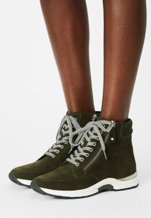 Sneakers hoog - hunter