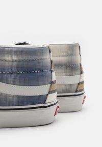 Vans - SK8-MID UNISEX - Sneakers hoog - blanc de blanc - 5