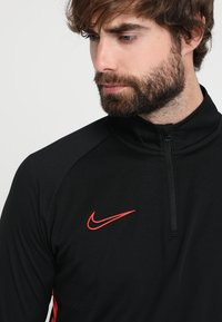 Nike Performance - DRY  - Funktionsshirt - black/ember glow - 5