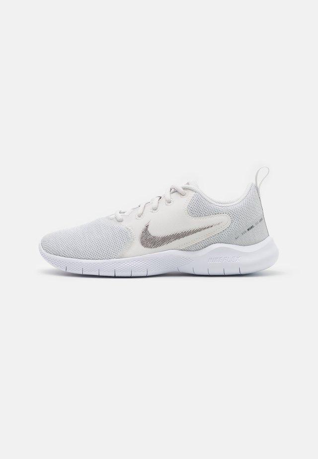 FLEX EXPERIENCE - Neutral running shoes - white/metallic silver/platinum tint/light smoke grey