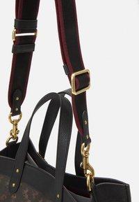 Coach - HORSE AND CARRIAGE TOTE - Handbag - black/brown - 4