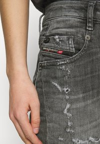 Diesel - D-FAYZA-T - Relaxed fit jeans - washed black - 3