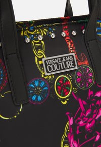 Versace Jeans Couture - PRINTED ROCK STUDS - Tote bag - nero - 5