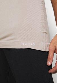 NU-IN - SHORT SLEEVE TRAINING  - Basic T-shirt - beige - 6