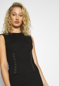 Guess - YSABEL DRESS - Jersey dress - jet black - 4