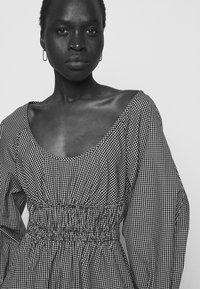 Proenza Schouler White Label - YARN DYE PLAID DRESS - Day dress - black/white - 5
