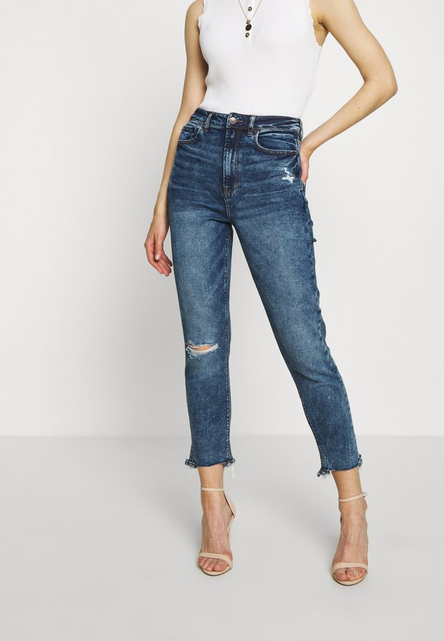 HIGHEST RISE MOM - Slim fit jeans - dark clouds