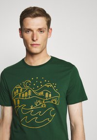 Pier One - T-shirt med print - dark green - 4