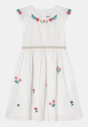 ROSY EMBROIDERED OCCASION - Koktejlové šaty/ šaty na párty - soft white